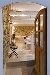 The lobby or reception area at Le petit trésor du Luberon