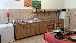 Una cocina o zona de cocina en Elizabeth's Apartment