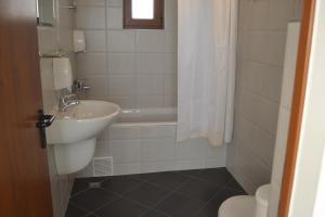 A bathroom at Seagarden Villa Resort