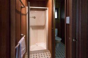 A bathroom at Lovedale Wedding Chapel