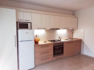 Kuchyňa alebo kuchynka v ubytovaní Zola
