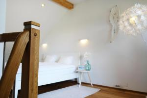 A bed or beds in a room at Happy River House