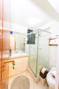 Un baño de Departamento Inti