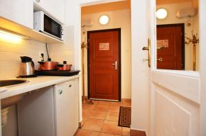 Cuisine ou kitchenette dans l'établissement Romantic Apartment Prague
