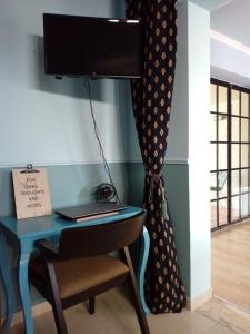 """A television and/or entertainment centre at """"Blue apartment"""" close to Port & Center"""