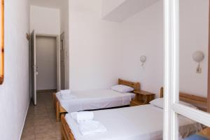 A bed or beds in a room at Lefka Ori