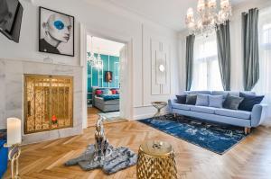 Coin salon dans l'établissement Glamour Frida apartment