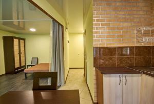 Kitchen o kitchenette sa Kvartira-studiia
