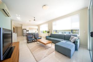 A seating area at Airlie Summit Apartments