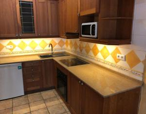 A kitchen or kitchenette at Apartament Turístic Tgn 3