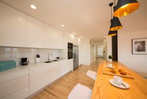 A kitchen or kitchenette at Boutique Lapa, 2 suites, luxury design, river view