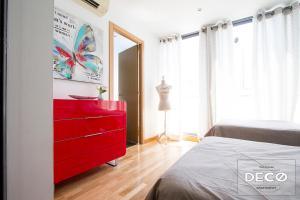 Ein Bett oder Betten in einem Zimmer der Unterkunft Apartamentos Conde Duque Decó