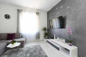 A television and/or entertainment centre at Apartment Lant