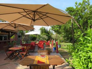 A restaurant or other place to eat at Le Maquis Plage