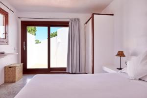 A bed or beds in a room at Can Mares