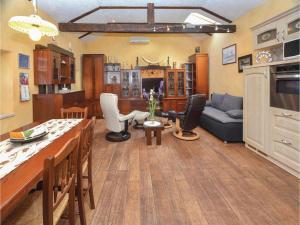 Restavracija oz. druge možnosti za prehrano v nastanitvi One-Bedroom Apartment in Marezige