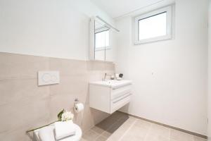 A bathroom at Airport Apartments Zürich Kloten