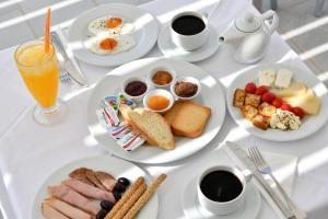 Breakfast options available to guests at Ambelas Mare Apartments