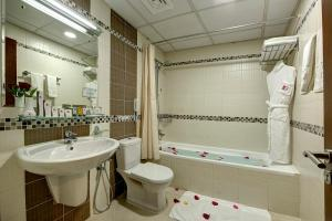 A bathroom at Rose Garden Hotel Apartments - Barsha