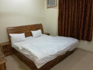 A bed or beds in a room at AL Faridah Furnished Units
