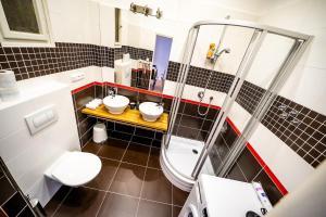 Ένα μπάνιο στο Prague Authentic Apartment at Historical Square