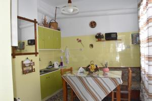 A kitchen or kitchenette at Paradise Studios
