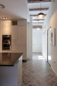 A kitchen or kitchenette at Serranos Apartment