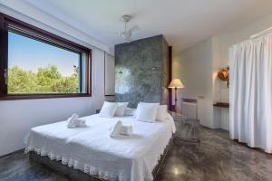A bed or beds in a room at Villa Can Azul