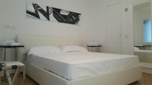 A bed or beds in a room at LHP Suite Napoli Chiaia