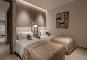 เตียงในห้องที่ Le Grove Serviced Residences