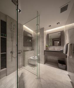 ห้องน้ำของ Le Grove Serviced Residences