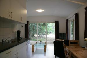A kitchen or kitchenette at t'Bakkersboschje nummer 11