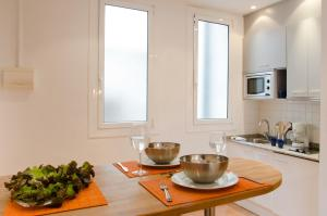 A kitchen or kitchenette at Ripoll Apartments