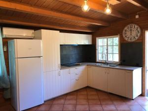 A kitchen or kitchenette at Casa das Cercas