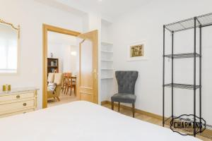 A bed or beds in a room at Charming Paseo de La Castellana