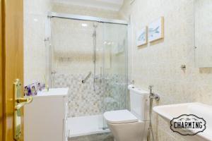 A bathroom at Charming Paseo de La Castellana