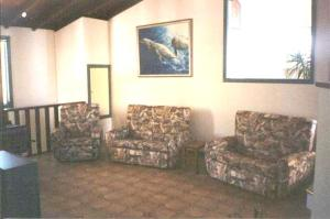 A seating area at Seaview Holiday House