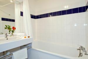 Un baño de Séjours & Affaires Lyon Saint-Nicolas