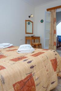 Ένα ή περισσότερα κρεβάτια σε δωμάτιο στο Golden Bay