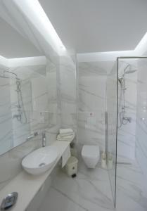 Ένα μπάνιο στο Trianta Apartments