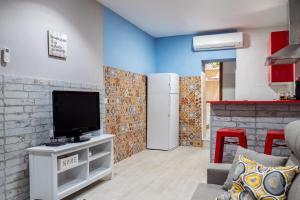 Télévision ou salle de divertissement dans l'établissement Apartamento Maribel