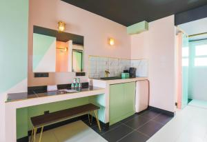 A kitchen or kitchenette at Apartamentos Wi-Ki-Woo