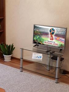 Телевизор и/или развлекательный центр в Apartment on Malonevskiy kanal 16
