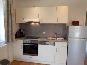 A kitchen or kitchenette at Ferienwohnungen KUR-ECK