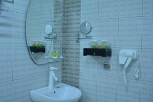A bathroom at Bahla Jewel Hotel Apartments