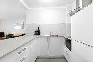 A kitchen or kitchenette at Mt Ommaney Hotel Apartments
