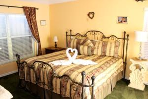 Uma cama ou camas num quarto em Elite Homes - Lake Berkley