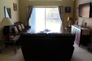 Uma área de estar em Elite Homes - Lake Berkley