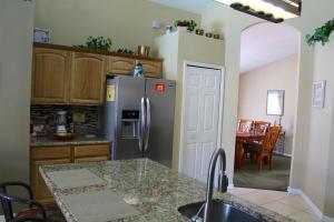 A cozinha ou kitchenette de Elite Homes - Lake Berkley