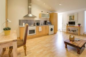 A kitchen or kitchenette at Apartamento Amposta